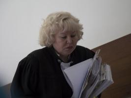 Федеральная судья Светлана Дубовик в коридоре Динского районного суда